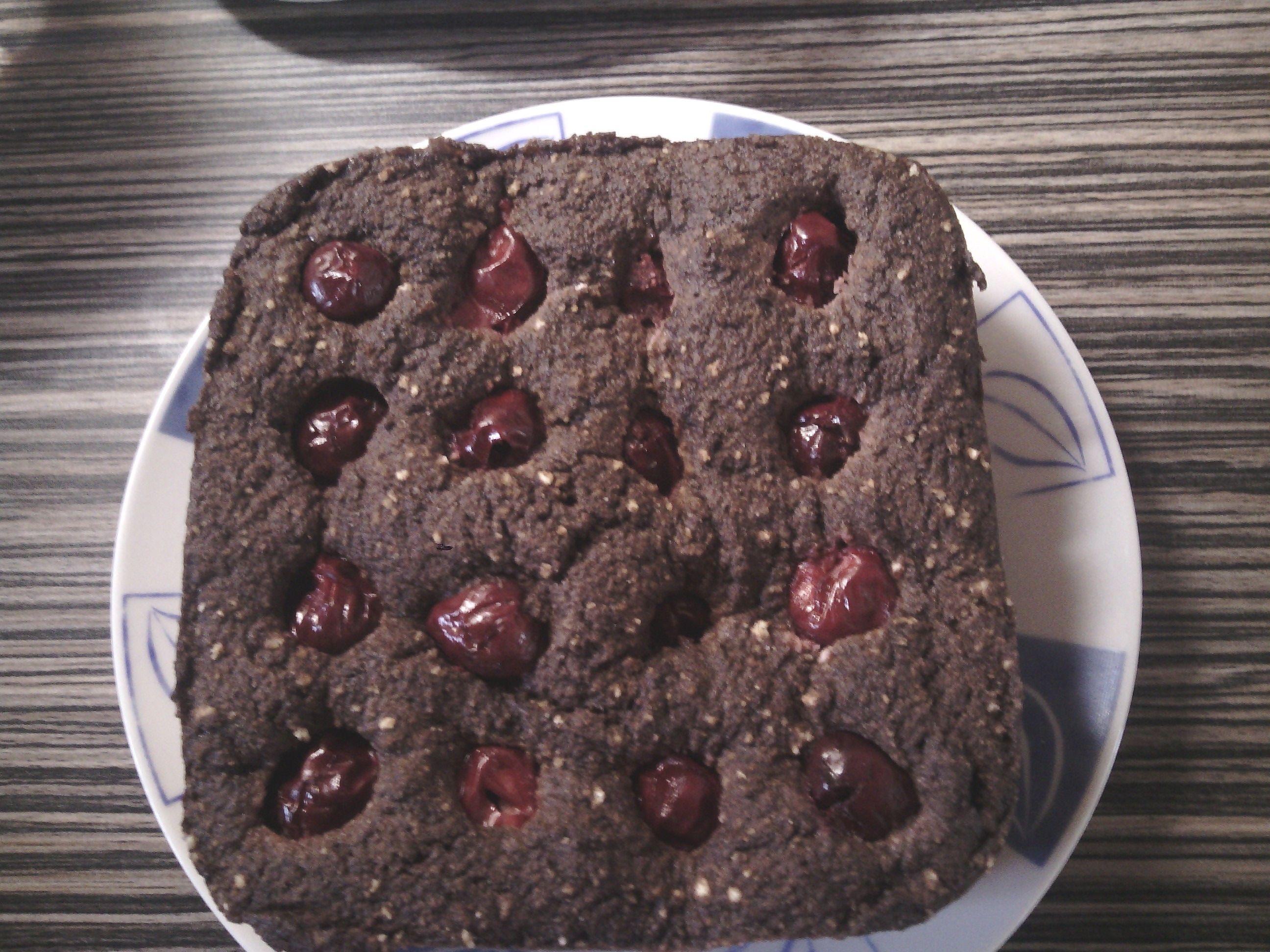 Paleo mikrós meggyes-kakaós süti